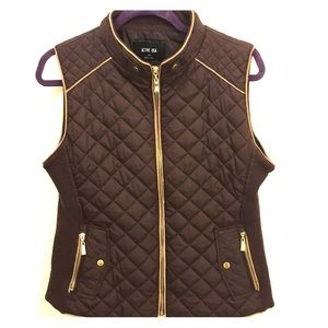 Active USA Quilted Brown Vest with suede piping